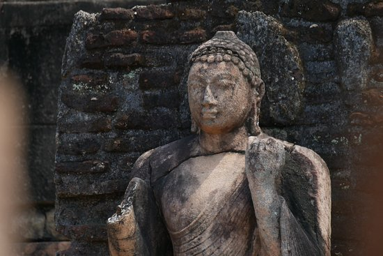 Polonnaruwa - so many impressive statues and carvings in stone.