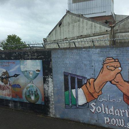 Foto de Recorrido turístico en autobús con paradas libres por la ciudad de Belfast con pase de 48 horas