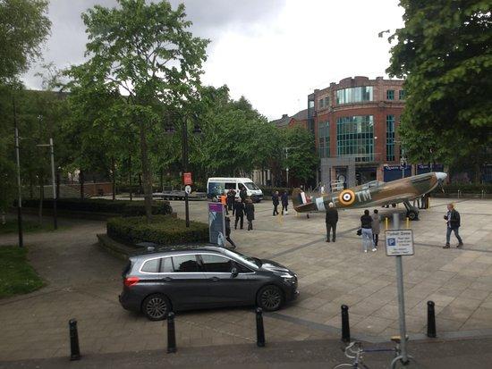 Recorrido turístico en autobús con paradas libres por la ciudad de Belfast con pase de 48 horas: Spitfire seen on bus tour