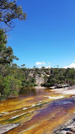 حديقة باركو إستادوال دو إيبيتي بوكا: Cachoeira localizada atrás do restaurante, cerca de 1km da entrada do parque. Pode ser o ponto de início ou término da trilha.