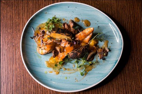 """Курица маренго"" Куриная грудка с апельсиновым соусом  ""Marengo chicken"" Chicken breast with orange sauce"
