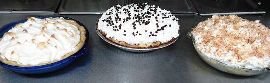 Grand Gorge, Estado de Nueva York: Three different pies we make in-house. We have different desserts each week.