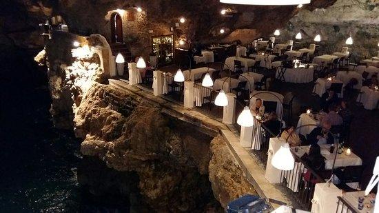 Ristorante Grotta Palazzese: Tavoli visti dall'alto