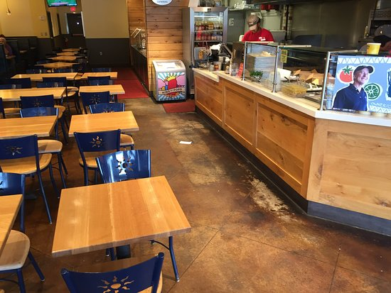 Willy's Mexicana Grill: Order counter and seating