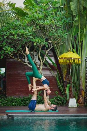 Bisma Cottages: Yoga Couple on Pool Deck