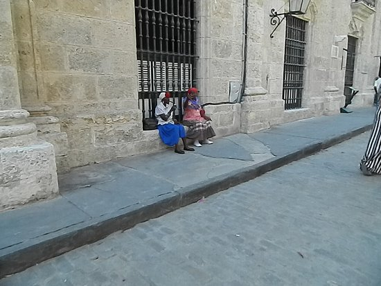 Villa Tropico: Some ladies having a rest