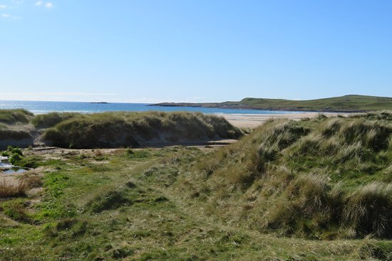 4-Day Islay and the Whisky Coast Small-Group Tour from Edinburgh: The beach at Machir Bay near Kilchoman