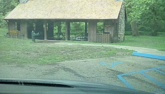 Miami, MO: Lovely picnic shelter with lots of shade