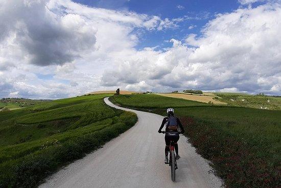 Tour del Montefeltro in eBike con