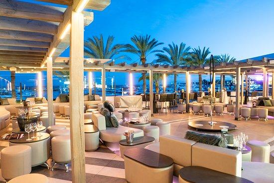 คาลเวีย, สเปน: BOP has a large open-aired Terrace, perfect for dancing the night away on