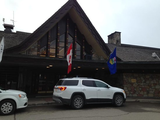Fairmont Jasper Park Lodge: Lodge entry