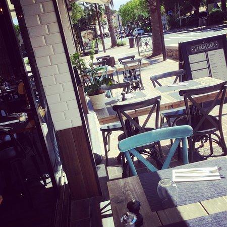 La Brasserie: L'extérieur