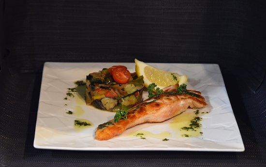 La Brasserie: Pavé de saumon et ses petits légumes 🐟