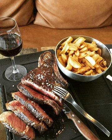 La Brasserie: L'entrecôte Charolaise et sa portion de frites 🍟