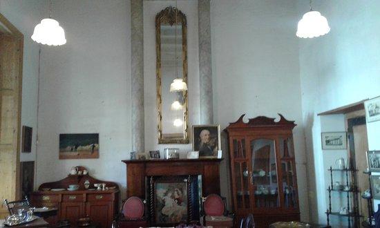 Graaff-Reinet, แอฟริกาใต้: The voorkamer where the Royal family had tea in 1947.
