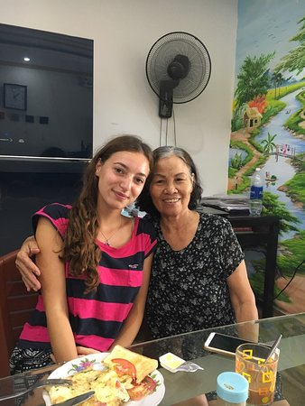 Mrs Le with guest - Ảnh của Chez Le Anh Homestay, Hội An - Tripadvisor