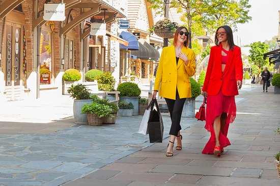 Maasmechelen, Belgium: More than 100 boutiques