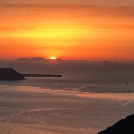 Good clean stylish rooms. Carpark over road has best sunset in Santorini- no joke -you don't need to go to Oia!!
