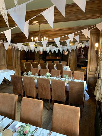 One of our lovely wedding set up  We can help you plan your special day.  We can cater for up to 120 people as a buffet and up to 45 for a full sit down meal. From Wedding - receptions, special occasions to birthday parties, we are a great choice.