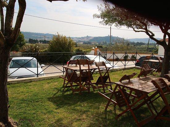 Casa de Campo Sao Rafael: Jardinet en façade avec vue sur Obidos