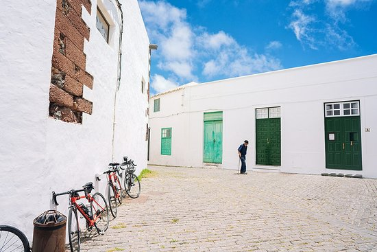 La Geria, España: Lanzarote has some of the most beautiful light I've seen . That and the beautifully all white buildings with green doors is simply photolove