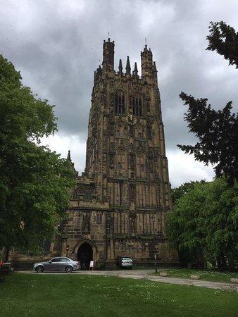 St Giles Parish Church: The tower