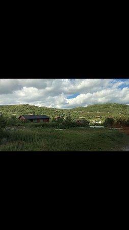 Ustaoset, Norwegia: مررنا بالريف الجميل قبل Geilo على خط بيرغن ريف له منتجعات جبليه ويمكن التزلج في فصل الشتاء والمشي في الصيف  ولكن لم نجلس في المكان