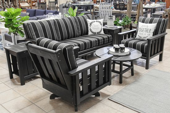 Maxwell, Canada: Recycled plastic outdoor furniture