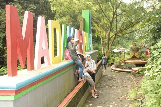 Madakaripura Waterfall: Famili Trip by Herry Tour and Travel