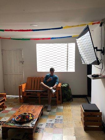 Hostal La Quinta Bacana: living room area