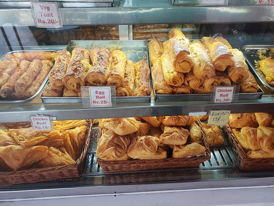 Tasty King Bakers: #eggroll and #chickenroll