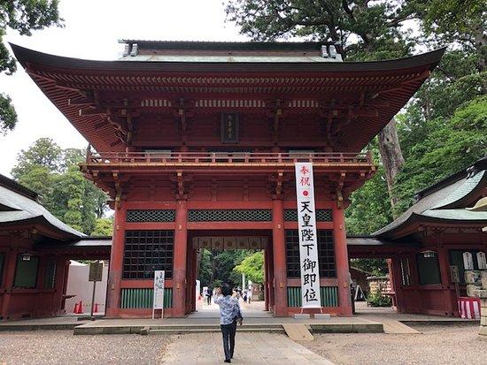 鹿島神宮の楼門は重要文化財です