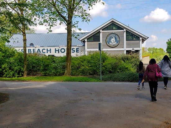 Papa's Beach House: Entrance