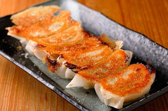 復刻!塩ぎょうざ 昭和46年生まれ、受け継がれた老舗の味。 野菜たっぷりでヘルシー。