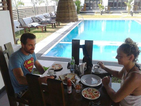 breakfast at crocotopond, arugambay