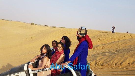 Jaisalmer, Hindistan: Open Jeep Safari on the dunes