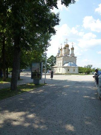 Открывающийся с набережной вид на церковь Спаса на Яру