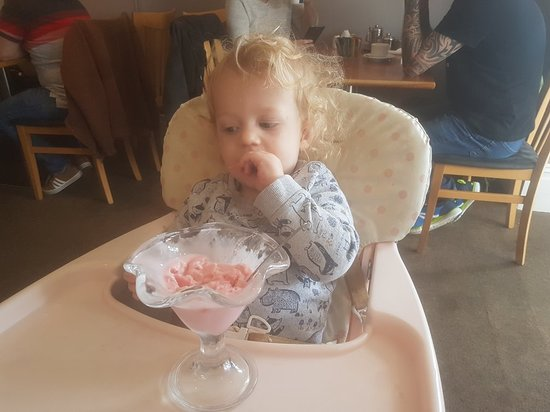 Oceans Cafe: Birthday breakfast and 1st ice cream