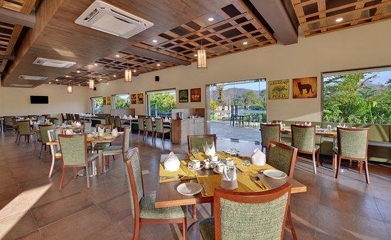 The Fern Sattva Resort Polo Forest: Banyan Tree - multi cuisine restaurant