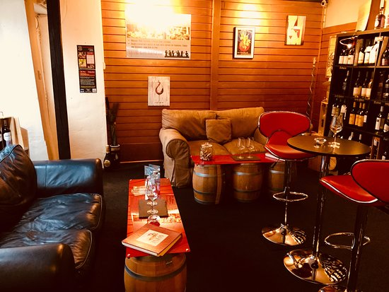 Wine and Tapas Chepstow, have a lovely time by tasting wine and a chat with us to find out more about wine making process and enjoy our tapas such as Cheese, Charcuterie, Foie gras, Tzatziki, Hummus or some nibbles...