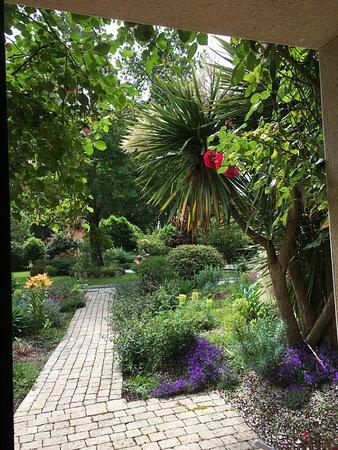 Vue de la chambre sur une partie des jardins