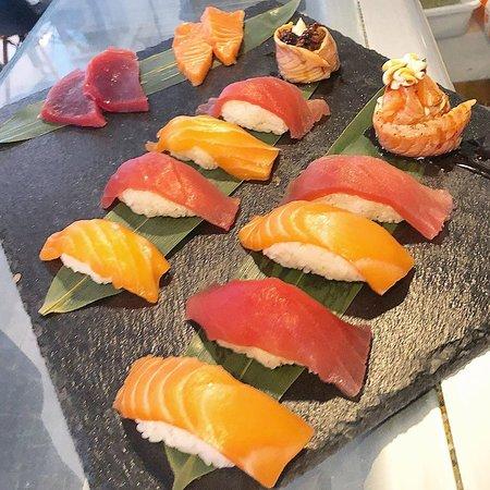 los niguiris + royal joe + sashimi
