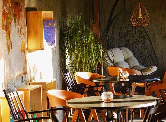 L'Eternel French Bar: Have a sit & enjoy this unique atmosphere