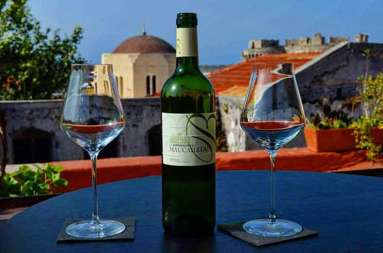 L'Eternel French Bar: French Wine & Greek Place, what else?