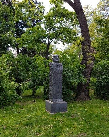 Adolf Schärf Monument: Nice statue