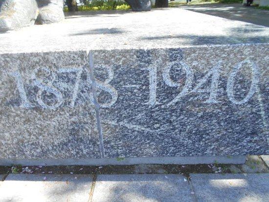 På Monumentets sockel -  tiden A.H. Tammsaare levde,