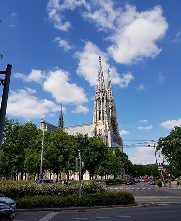 Votivekirche on Sigmund Freud Park.