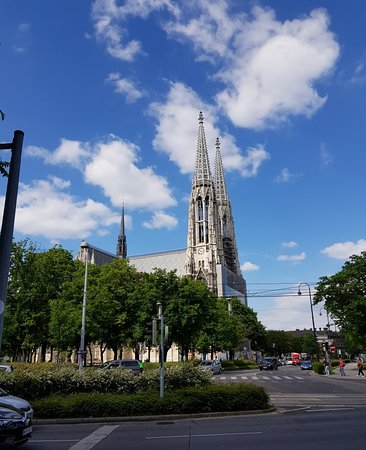 Votivekirche on Sigmund Freud Park