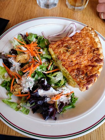 Seaview, WA: Daily Quiche with side salad