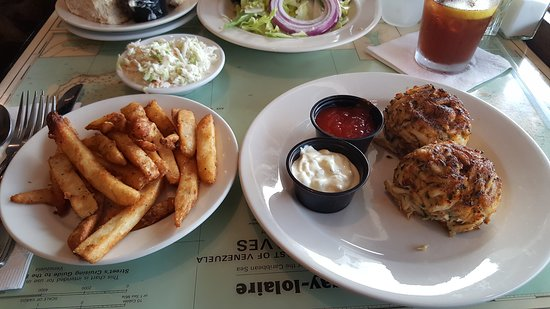 Suicide Bridge Restaurant: Awesome crab cakes